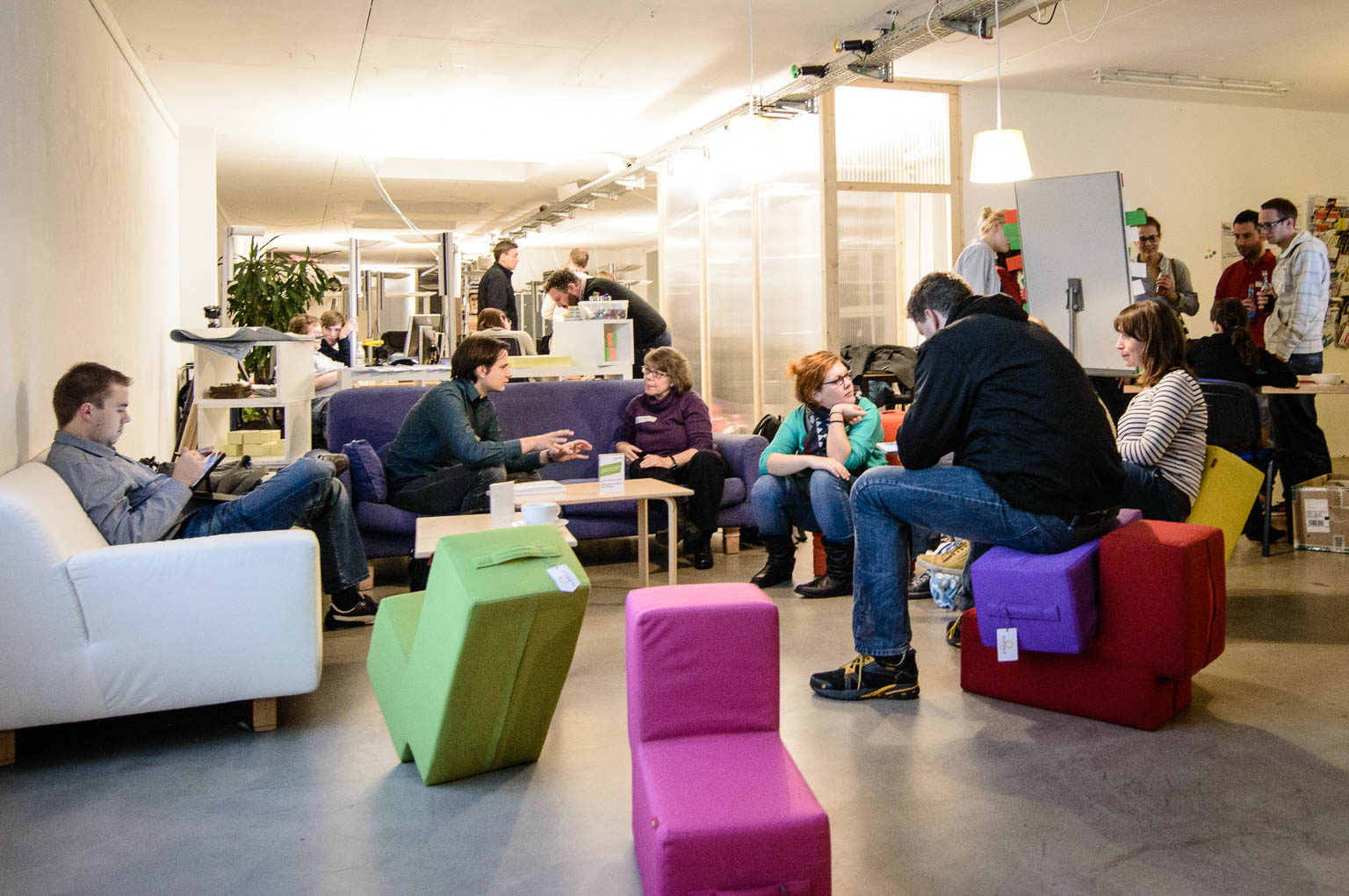 Coworking Nuremberg event lounge with comfortable sofas and seating