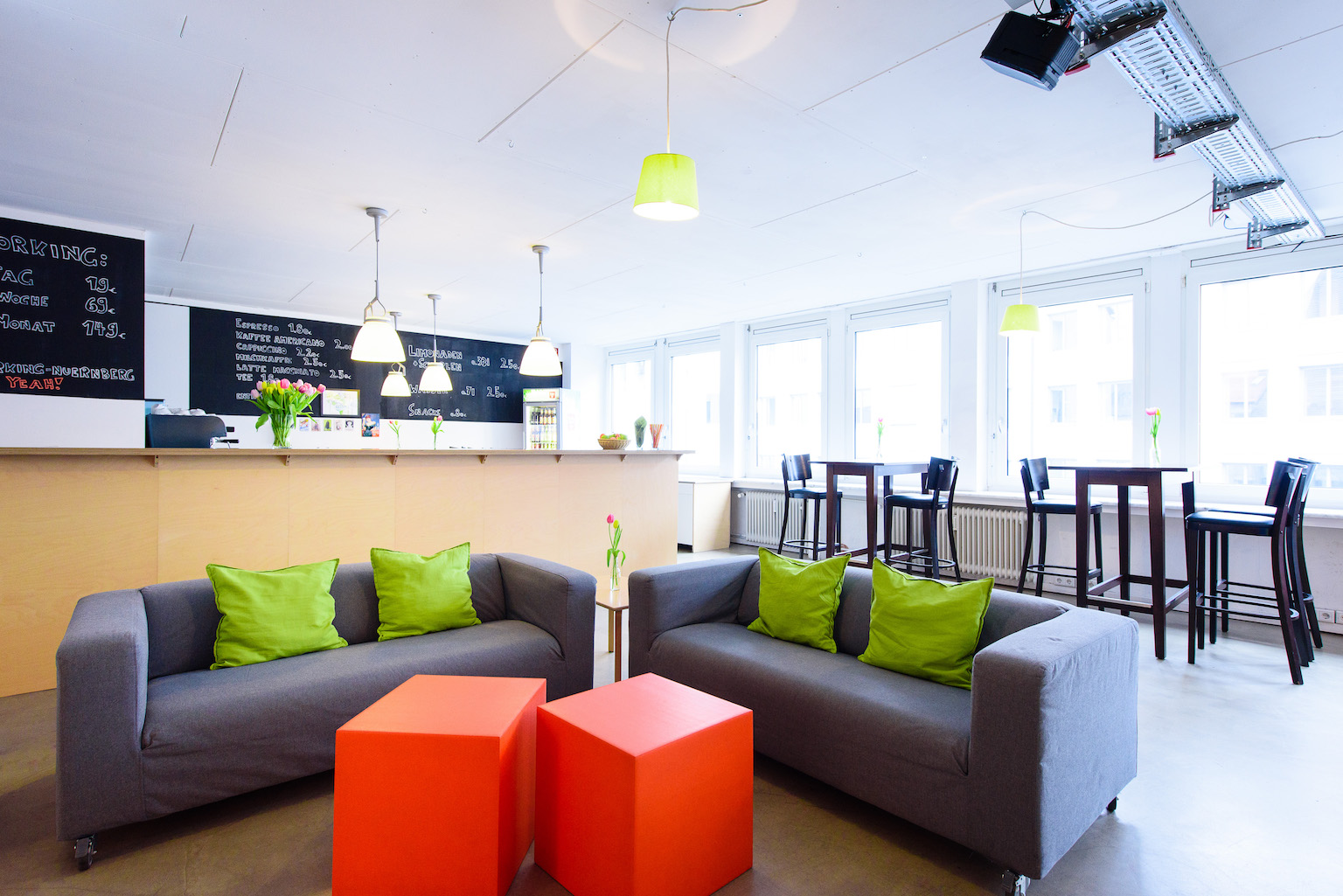 Coworking Nuremberg coffee bar and lounge area